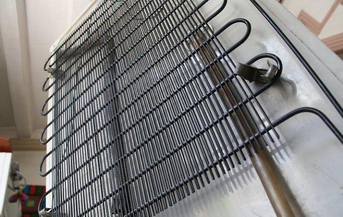 Решетки с алюминия, которые используются в старых холодильниках.