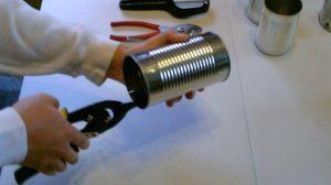 Процесс изготовления дымогенератора из консервных банок