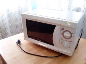 Старая микроволновая печь