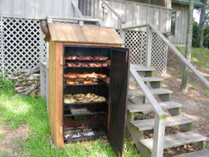 Коптильня из дерева для горячего копчения