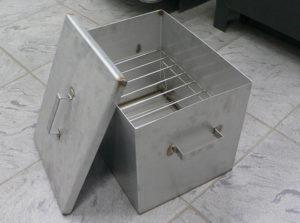 Из металлического ящика