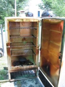Из корпуса старого холодильника