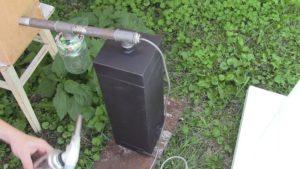 С помощью дымогенератора