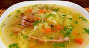 Суп со свежей капустой и копчеными ребрами