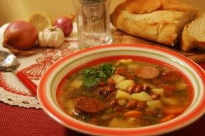 Итальянский фасолевый суп с копчеными сосисками