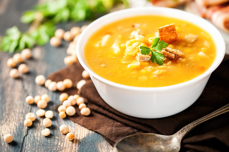 Гороховый суп с копчеными куриными окорочками