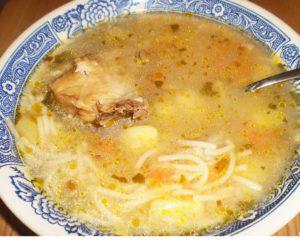 Вермишелевый суп с копчеными ребрышками