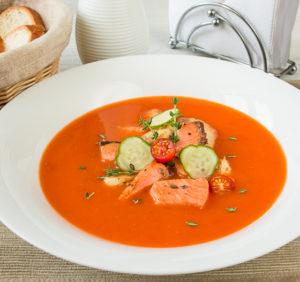 Томатный суп пюре из копченой рыбы и риса