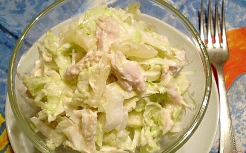 Салат с копченой курицей и пекинской капустой