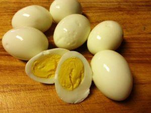 отваренных яйца