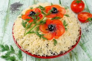 Праздничный салат «Красные маки»